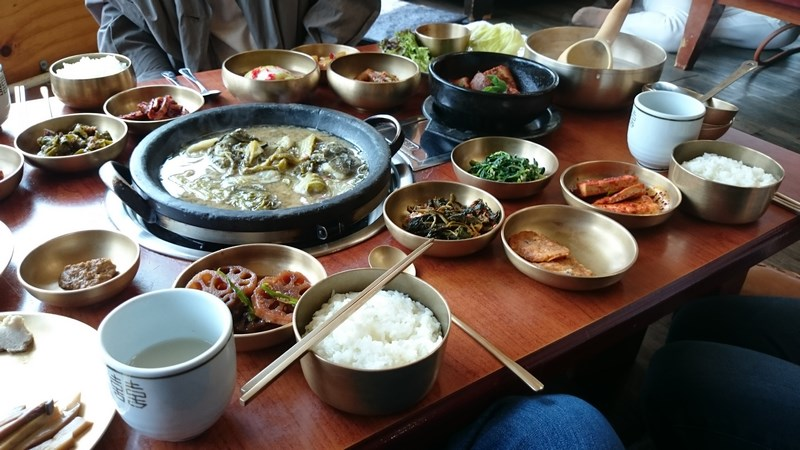 repas traditionnel sur les hauteurs de Daegu