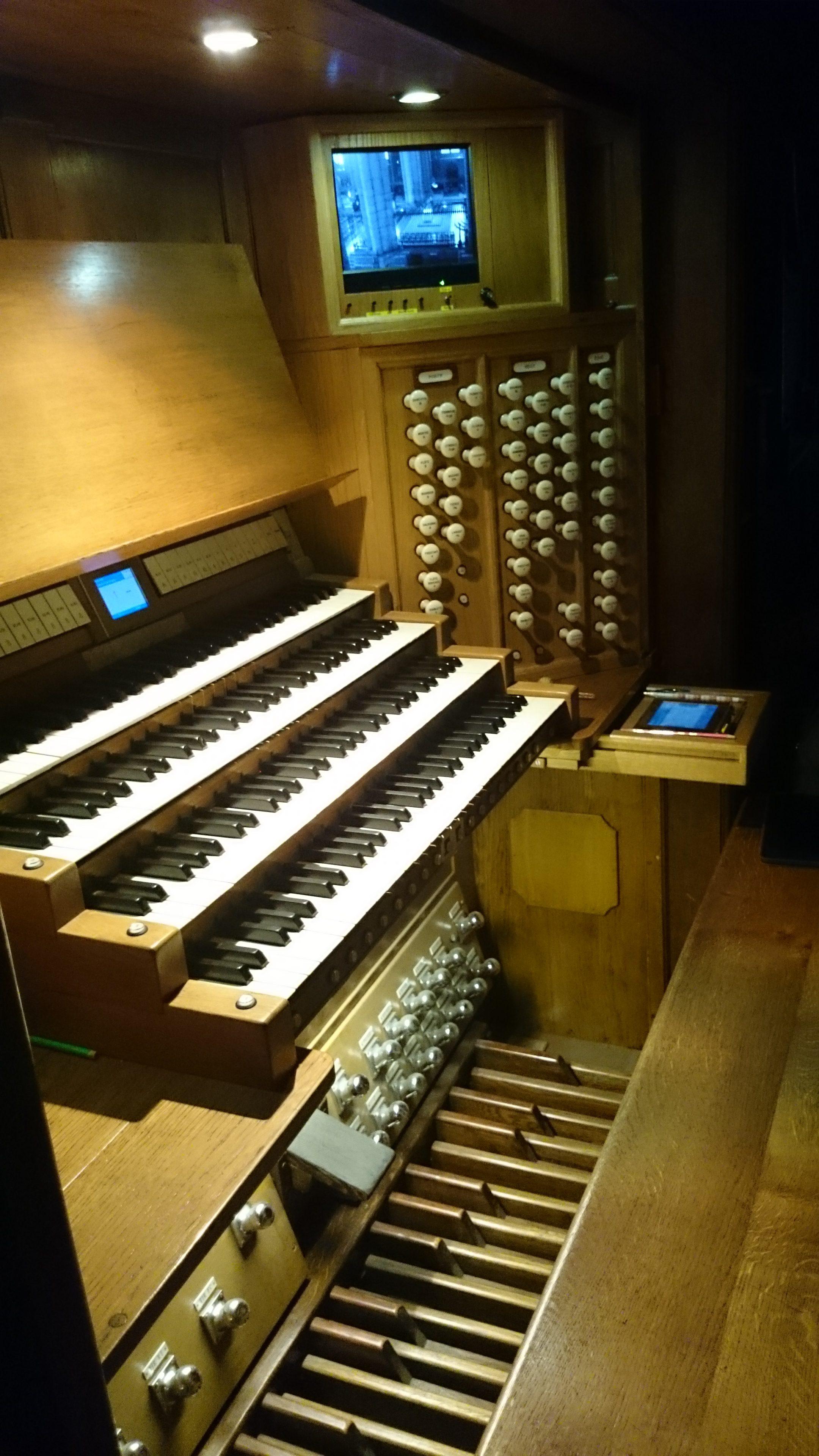 Console de l'orgue de la Cathédrale de Reims