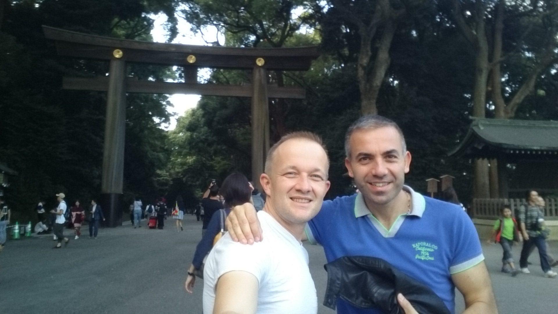 François et Willy Ippolito au sanctuaire de meiji-jingu