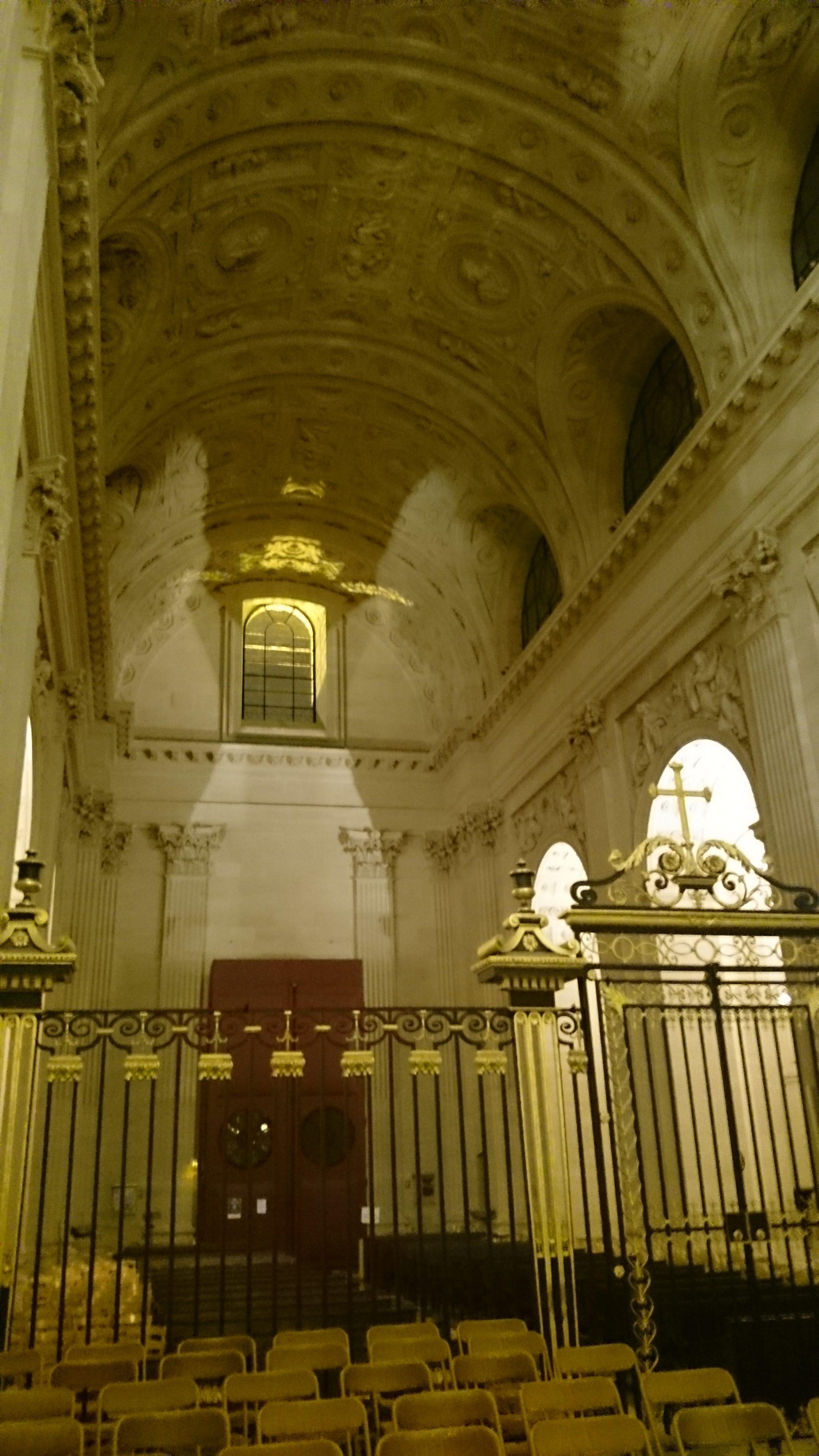 Vue intérieure de l'église du Val de Grâce à Paris