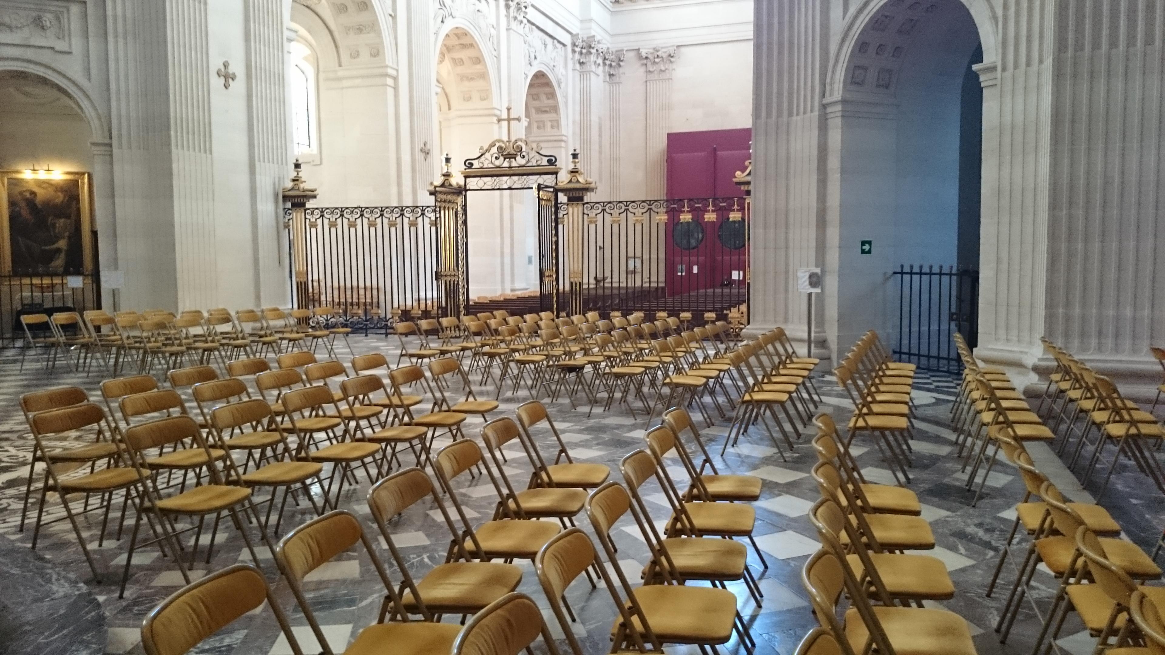 Préparation du concert de Willy Ippolito à l'église du Val de Grâce à Paris