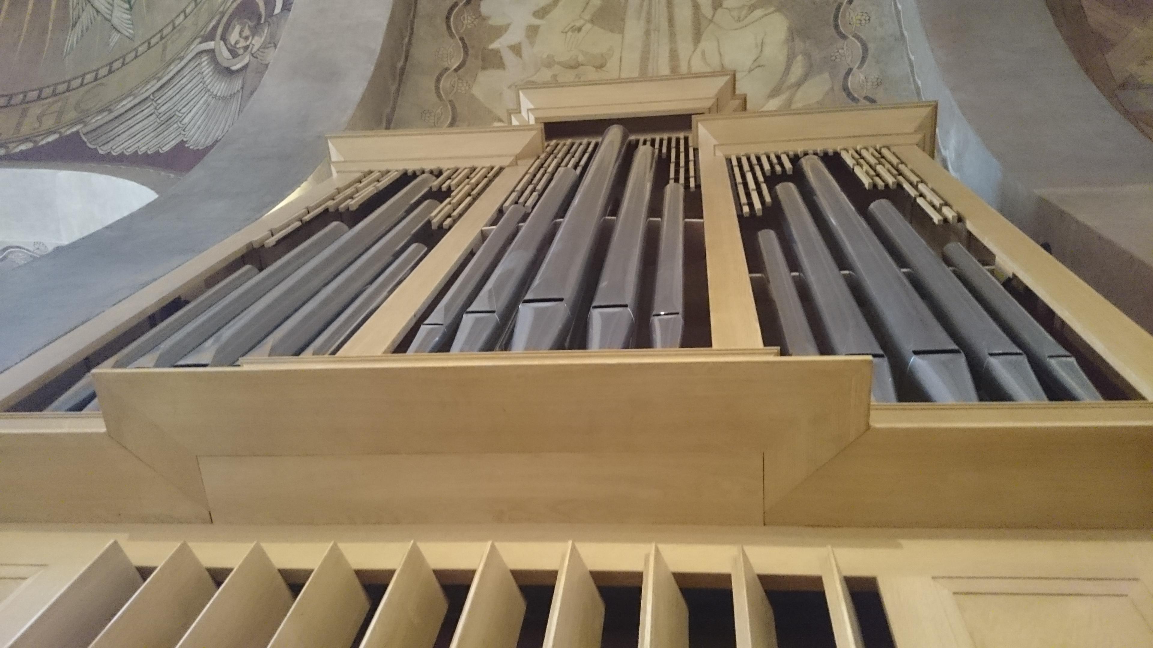 Buffet de l'orgue de la Cathédrale de Nanterre Concert Willy Ippolitoilly