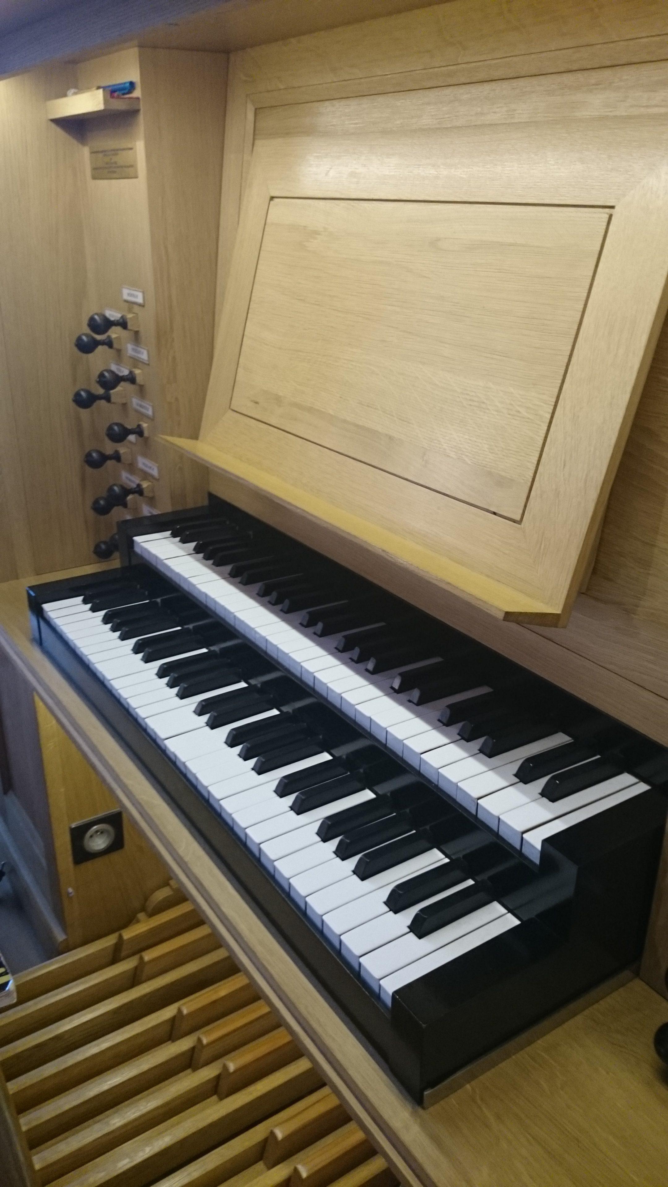 Console de l'orgue de la Cathédrale de Nanterre Concert Willy Ippolito