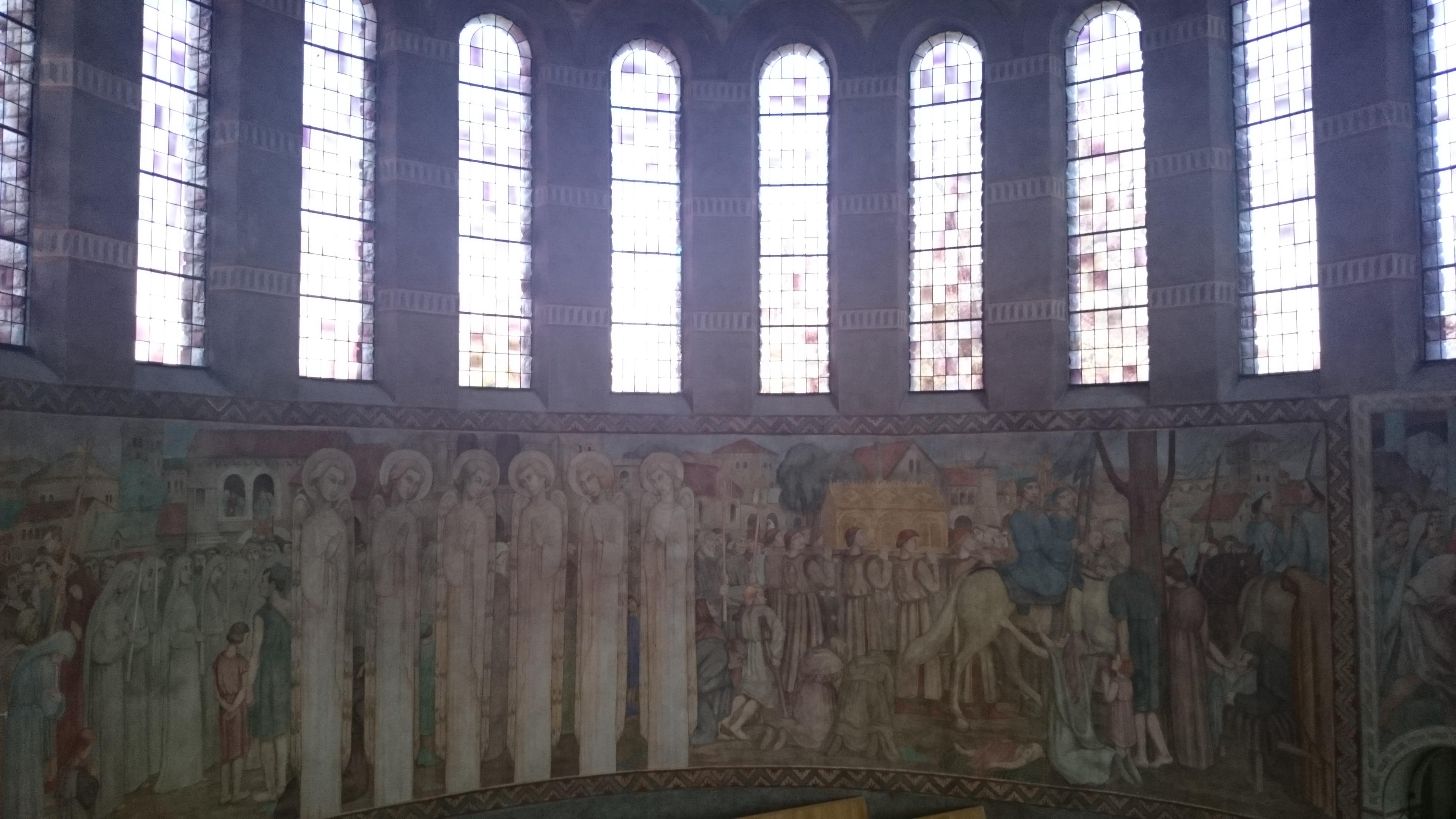 Intérieur de la Cathédrale de Nanterre, fresques , concert Willy Ippolito
